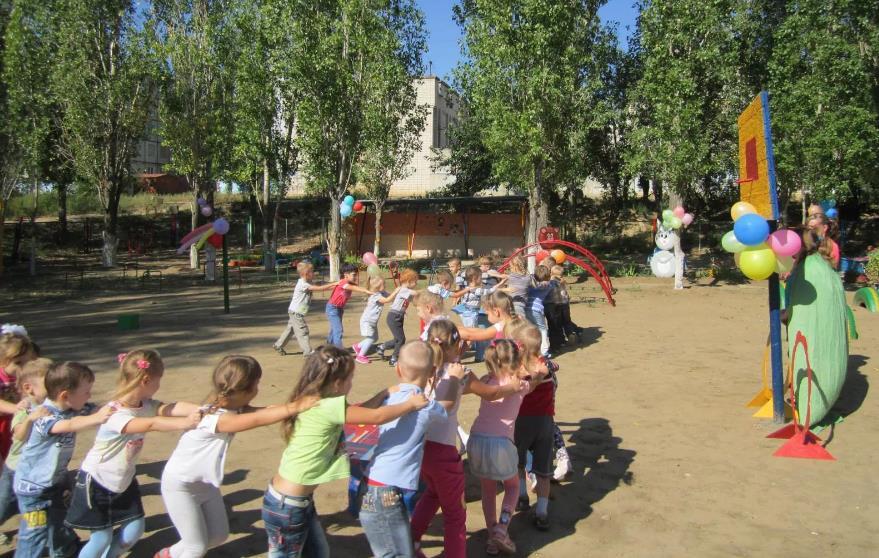 Игра для детей Сороконожки. Правила детской подвижной игры