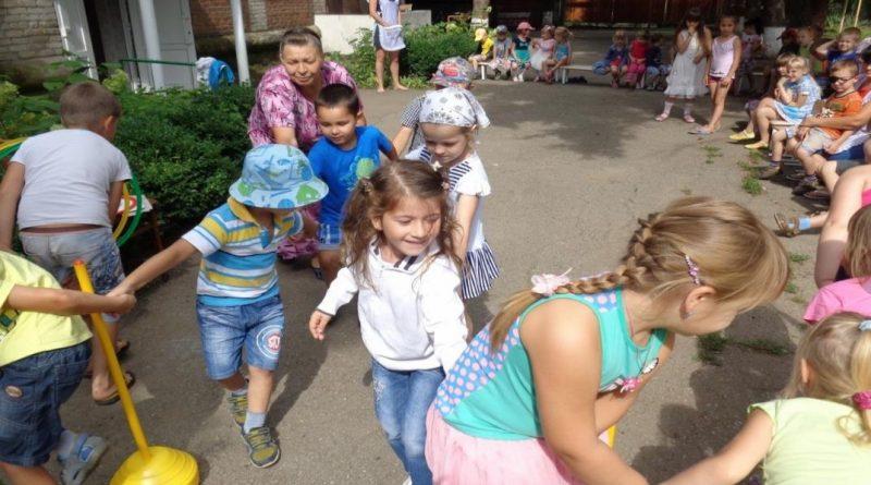 Игра «Сороконожки»: правила и варианты детской подвижной игры