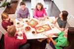 Игры для веселой компании. Игры за столом и на природе