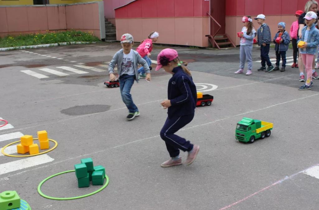 """Игра """"Светофор"""" для детей. Правила игры - 4 варианта"""