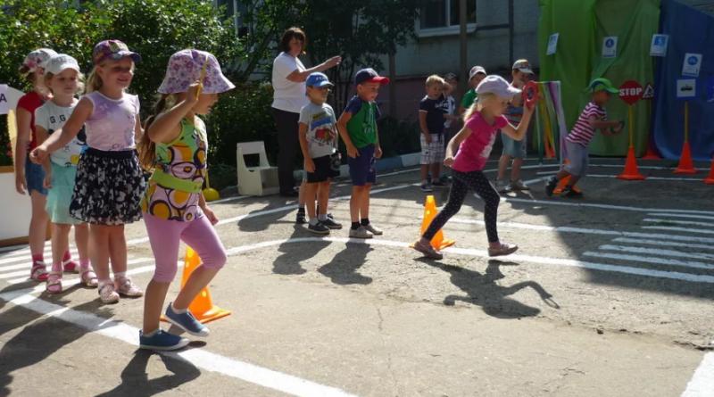 Игра «Светофор» для детей. Правила игры — 4 варианта