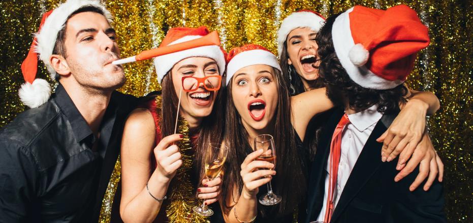 Конкурсы на новогодний корпоратив 2019-2020: смешные, интересные и прикольные идеи конкурсов на корпоративный Новый год